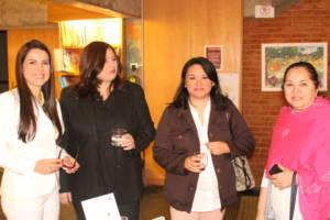 """Vania Faria Sutherberry é sócia-fundadora da Evolução Humana Consultoria, consultora especialista em Desenvolvimento Humano e Cultura Organizacional, é também coach (especialista em coaching executivo e de carreira) e ensina técnicas de autoconhecimento e autodesenvolvimento com linguagem acessível em seu livro """"Lentes Coloridas – Uma nova visão sobre destino e missão"""". Ela realizou coaching para dezenas de CEOS de multinacionais e desenvolveu projetos de Cultura Organizacional e Desenvolvimento de Lideranças em empresas no Brasil, México, Argentina, Paraguai, Uruguai, Chile, Estados Unidos, Marrocos e Espanha. É co-autora do livro """"A World Book of Values""""."""