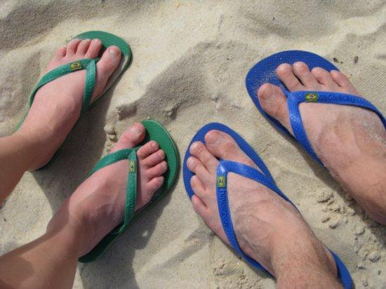 havaianas-nos-pés-dos-gringos-evolução-Humana.jpg