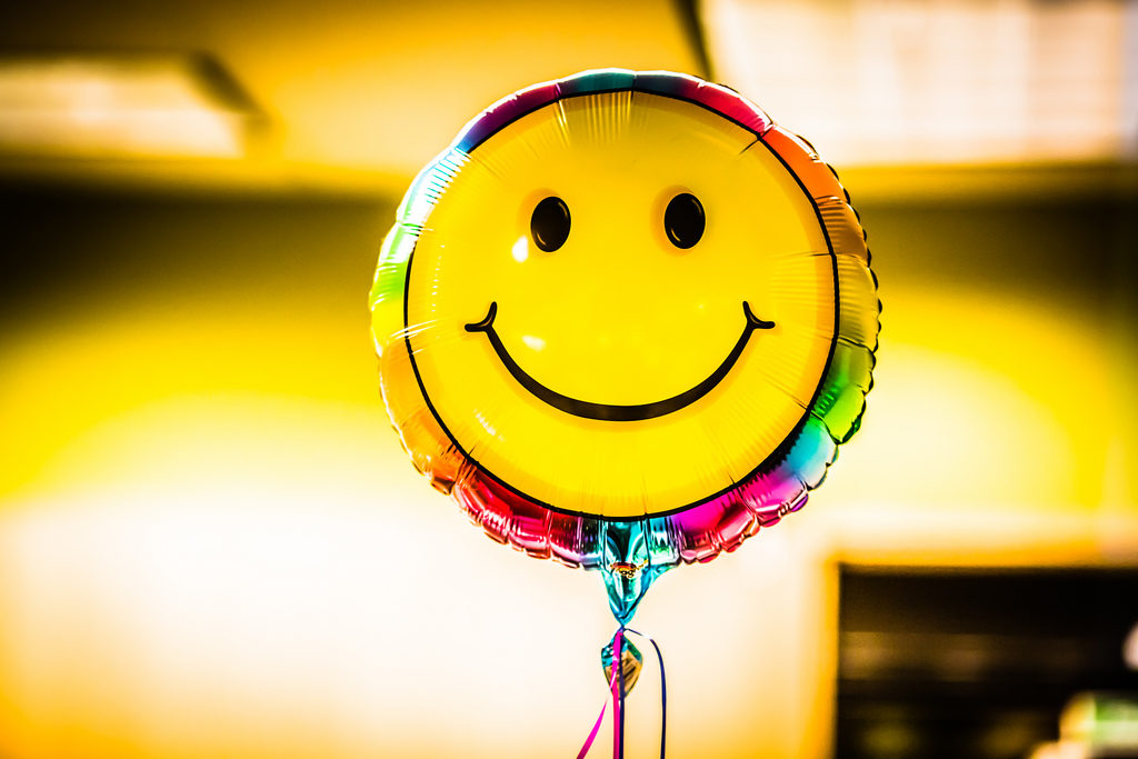 FELICIDADE NO TRABALHO >> Felicidade + Trabalho = Melhores Resultados